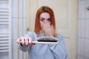 לחץ בעבודה: האם הוא יכול לגרום לנשירת שיער?