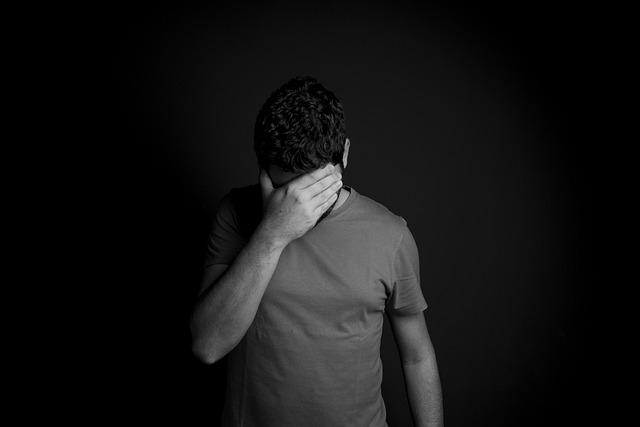 איך מתמודדים עם התקף חרדה בעבודה?